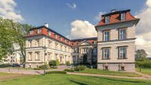 Hotellet är byggt i en vacker barockstil och ligger fint beläget i Mecklenburg.