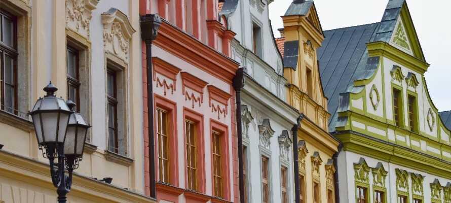 Gå en tur igennem Prags charmerende, små gader og slap af på en af de hyggelige caféer på vejen.