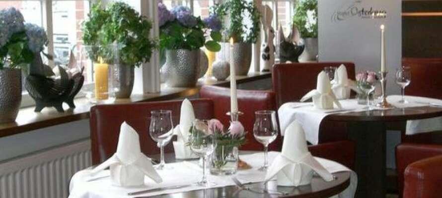Avnjut en god middag och smaka på den goda maten i hotellets restaurang