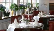 Njut av en god middag i hotellets restaurang