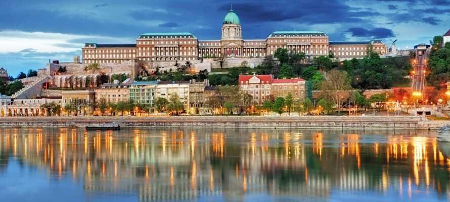 Det vakre kongeslottet er et nasjonalsymbol i Ungarn og benyttes i dag av presidenten og er også på UNESCOs verdensarvliste.