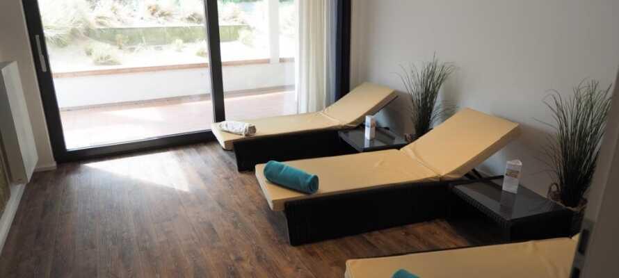 Under deres opphold har dere fri tilgang til Acqua Spa, som bl.a. tilbyr finsk sauna, treningsrom og velværebehandlinger.