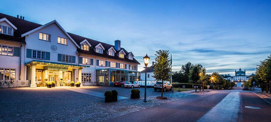Fredensborg Store Kro är ett traditionellt danskt värdhus där fokus ligger på god mat, eleganta omgivningar och vacker natur