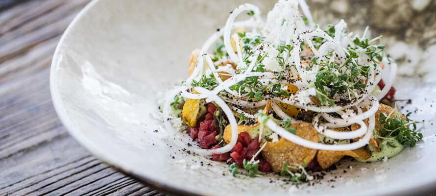 Hotellets restaurang är känd för sin fantastiska mat av hög kvalitet och när ni bokar genom Risskov Bilsemester inkluderar vistelsen såklart en god middag