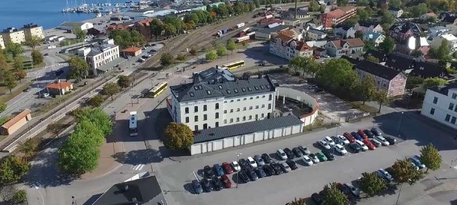 Das Hotell Fängelset ist in Västerviks altem Refugium eingerichtet und bietet einzigartige Unterkünfte und Einblicke in die alte Gefängnisumgebung.
