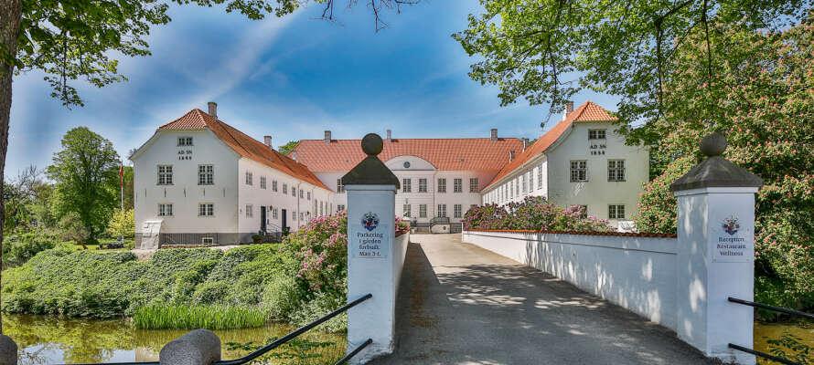 Bo i unike og historiske omgivelser på den vakre Kragerup-eiendommen fra 1800-tallet