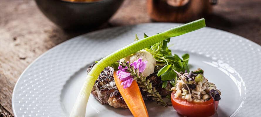 Nyt en fin middag i den koselige restauranten Blixen - se også frem til vinmenyen