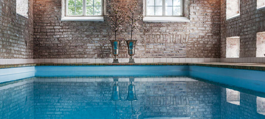 Nyt et romantisk opphold og dra nytte av velværeområdet med innendørsbasseng og badstue