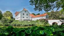 Kragerup Gods ønsker deg velkommen i unike og historiske omgivelser på Vestsjælland