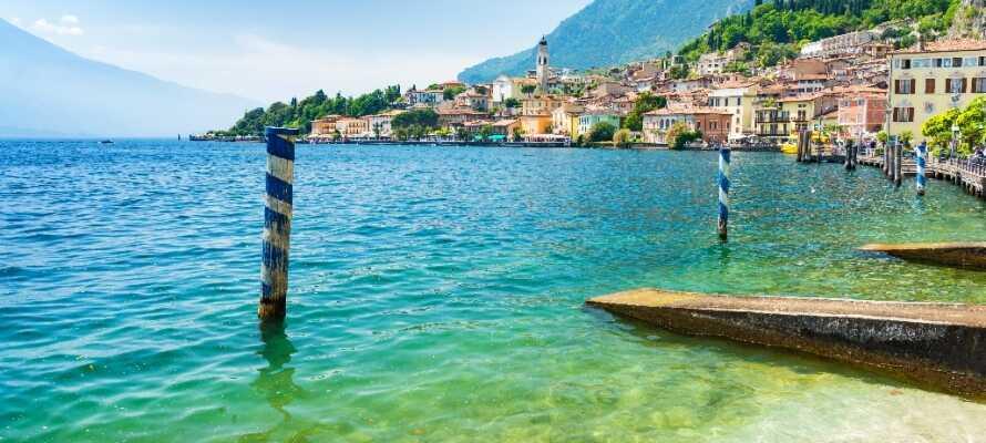 Gardasøen byder på masser af charmerende byer, gode strande og aktivitetsmuligheder både til lands og til vands.