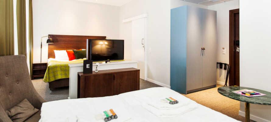 Ni sover gott på de moderna rummen som har samma 4-stjärniga standard som resten av hotellet