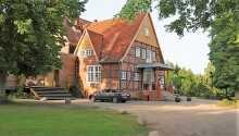 Hotel Waldhof auf Herrenland har ett naturskönt läge i den lilla staden Mölln, i Slesvig-Holsten.