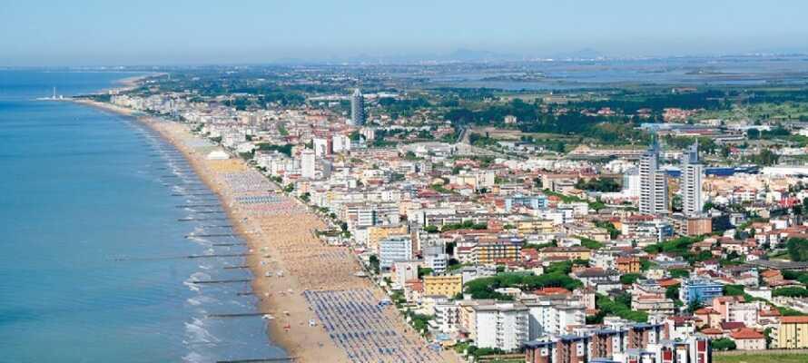 Hotel Panorama ligger centralt och endast några steg från havet längs med Jesolos viktigaste gata.