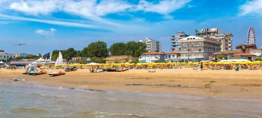 Legen Sie am Strand, gehen Sie einkaufen, besuchen Sie das Aquarium Sea Life und der Aqualandia Wasserpark, spielen Sie Golf.