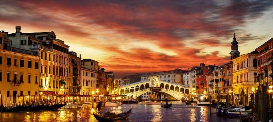 Utforska den alltid så vackra och romantiska kanalstaden Venedig.