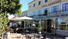 Hotellet har en dejlig restaurant hvor der serveres frokost og aftensmad.