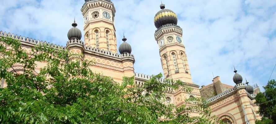 Den stora och vackra judiska synagogan i Dohany Utca är den näst största synagogan i världen.