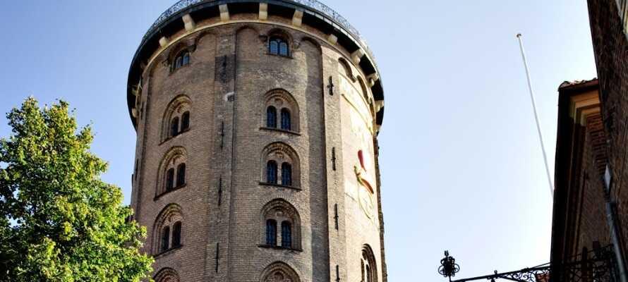 Besøk Den Lille Havfrue, Rundetårn og mange andre severdigheter i København.