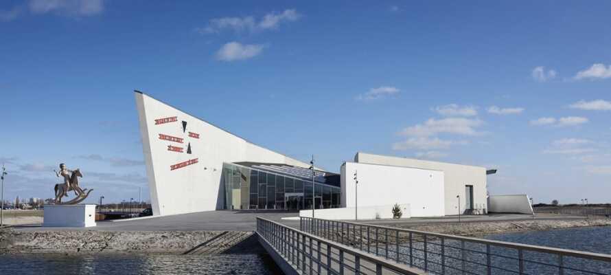 Er I interesserede i kunst, så tag en tur på ARKEN Museum for Moderne kunst