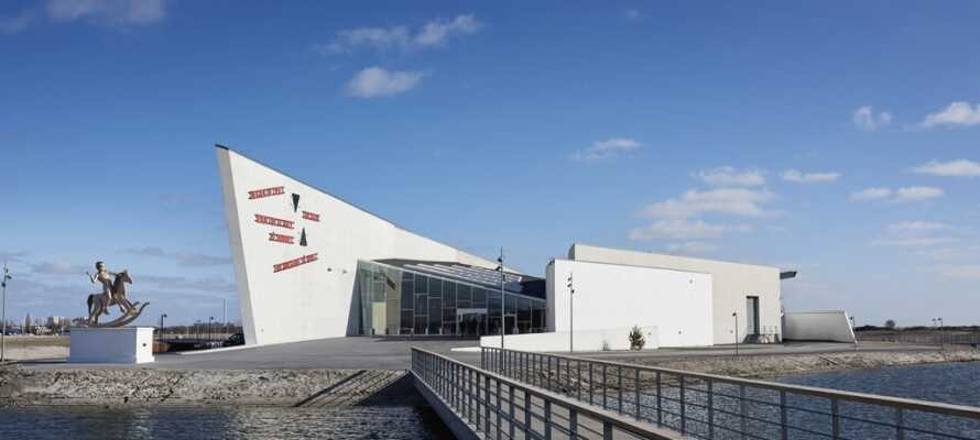 Hvis dere er interesserte i kunst, kan dere ta en liten tur på ARKEN Museum for Moderne kunst