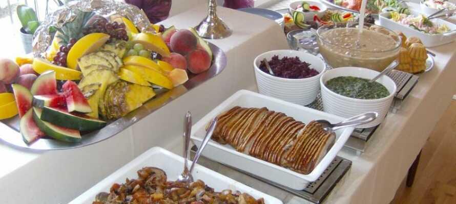 Nyd et ophold med masser af traditionel dansk kromad i en autentisk sønderjysk atmosfære.