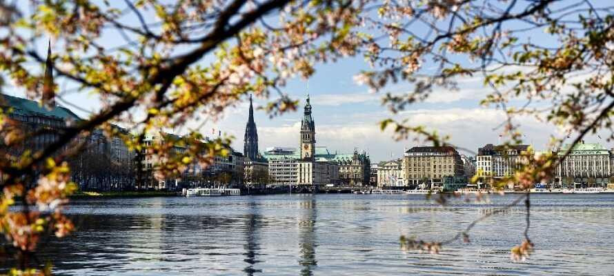Nok er Hamburg en storby, men den indbyder også til gåture.