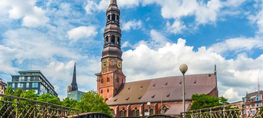 Storbyen Hamburg ligger i kort køreafstand fra hotellet og her finder I kultur, gastronomi og shopping for hele familien.