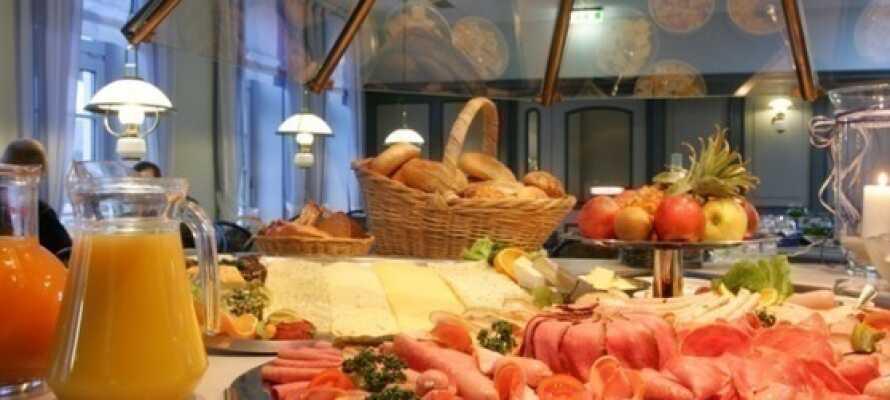 Starta dagen med en härlig uppdukad frukostbuffé på hotellet.