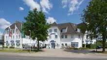 Hotellet ligger i den hyggelige ferieby Kropp, ca. 20 minutters kørsel fra Slesvig.