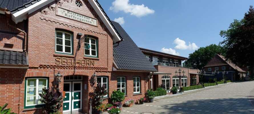 Det 4-stjärniga Ringhotel Sellhorn ligger i idylliska omgivningar i den lilla staden Hanstedt, söder om Hamburg.