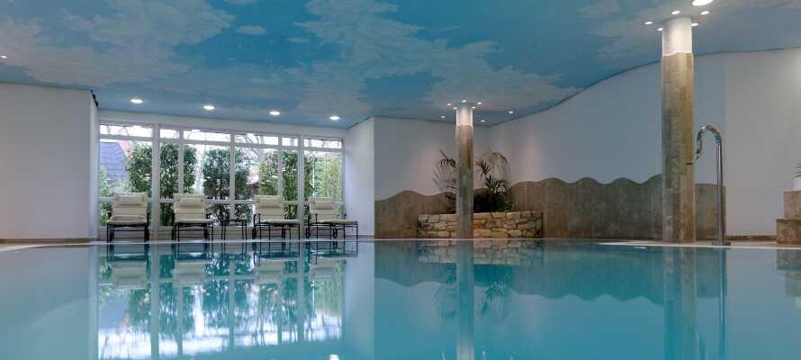 Hotellets bassengområde, hvor det også er badstue, dampbad og boblebad.