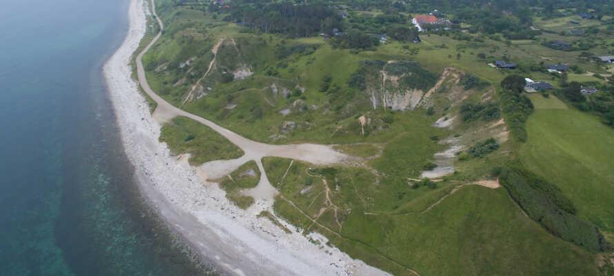Norr om hotellet finns Geopark Odsherred, som har ett unikt istidslandskap.