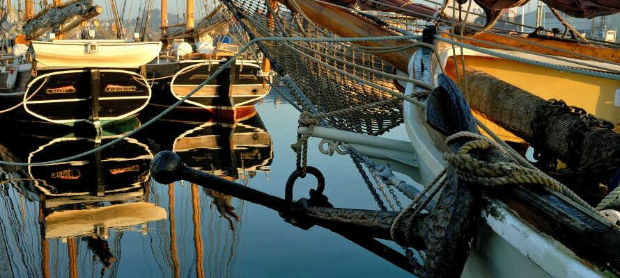 Upplev den maritima stämningen i Svendborg, en stad fylld av kultur, gallerier, gamla gator och vackra korsvirkeshus.