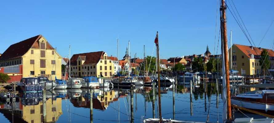 Åk med en av färjorna till  Ærø, Drejø, Skarø och Hjortø från hamnen i Svendborg.