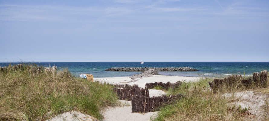 Hvis været er godt, ligger hotellet ikke langt fra noen av Nord-Tysklands herlige badestrender med tradisjonelle strandstoler.