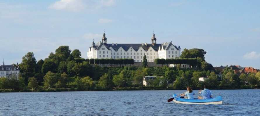Med sine mange søer og det smukke hvide slot, er Plön et yderst godt udflugtsmål under ferien.