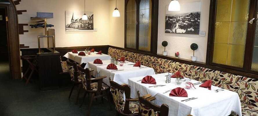 Nyd regionale specialiteter i den hyggelige restaurant.