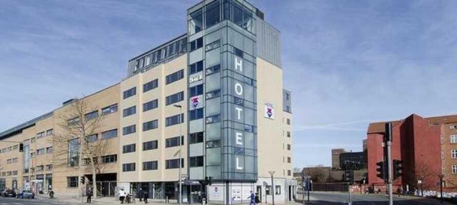 Das Hotel liegt zentral in Odense in der Nähe des Hauptbahnhofs.