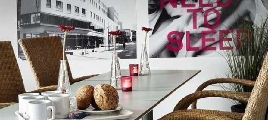 Beginnen Sie den Tag mit einem schönen Frühstück mit Blick auf das Zentrum von Odense.
