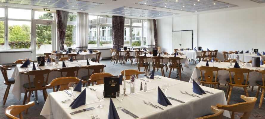 Genießen Sie ein gemütliches Abendessen im schönen Restaurant des Hotels.