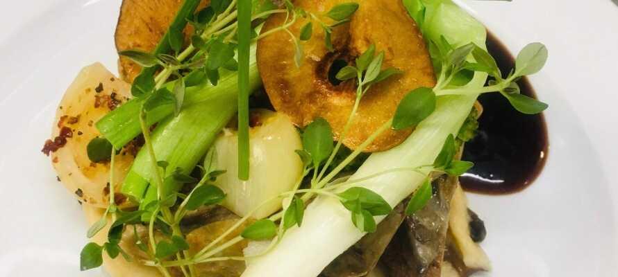 Nyd et ophold med masser af god mad i restauranten hvor køkkenet har stort fokus på anvendelsen af årstidens råvarer.