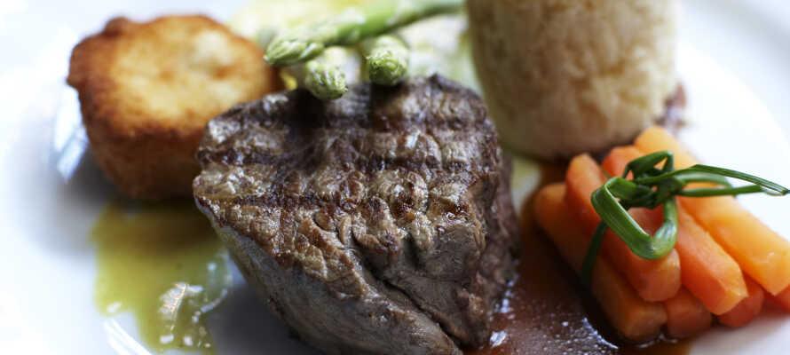 Der Aufenthalt beinhaltet ein köstliches 3-Gänge-Menü, das vom Küchenchef mit frischen Zutaten der Saison ausgewählt wird.