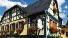 Hotel zum Grünen Kranz har ett härligt läge mitt i den tyska vinstaden Rüdeheim am Rhein.
