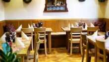 Lobby und Restaurant mit Weinstuben-Atmosphäre