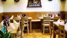 I restauranten kan I nyde klassiske regionale specialiteter