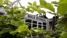 Rold StorKro ligger idylliskt beläget precis vid Roldskogen