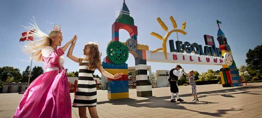 Sjov og ballade for store og små i Legoland, med forlystelser og LEGO i alle afskygninger.
