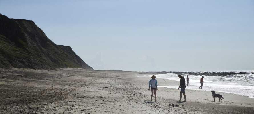 Tag på udflugt til Bovbjerg, hvorfra I kan nyde den smukke sandstrand ved Vesterhavet.