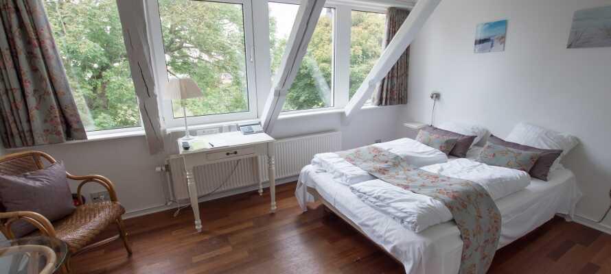 Lyse og hyggelige værelser. Alle værelser har deres egen personlige charme.