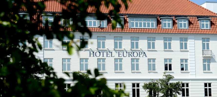 Hotel Europa er central placeret i Aabenraa, så der er ikke langt til shopping, caféer og aktiviteter.